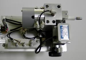 ガイドワイヤー伝達特性測定機の先端側のセンサ